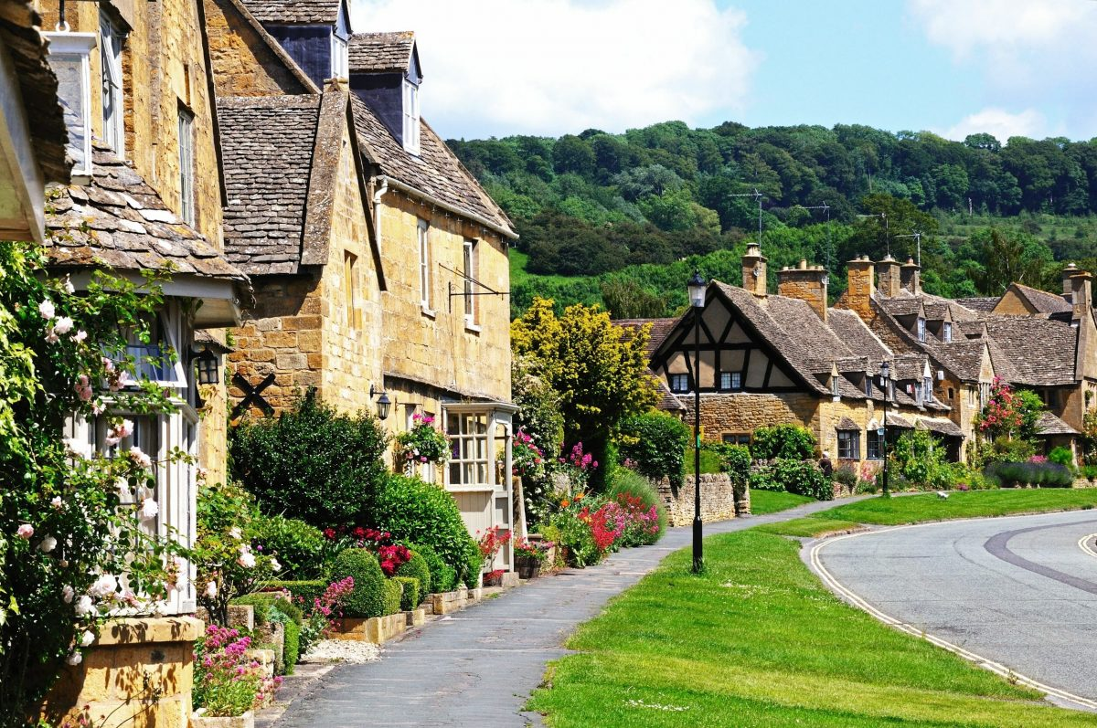 Pretty cottages in the village of Broadway on the Cotswold Way